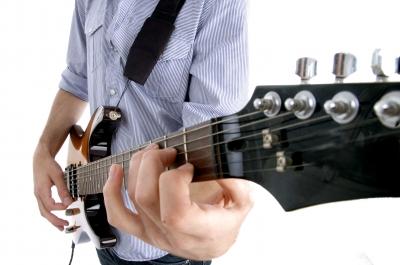 Comment bien choisir sa guitare pour débutant ?