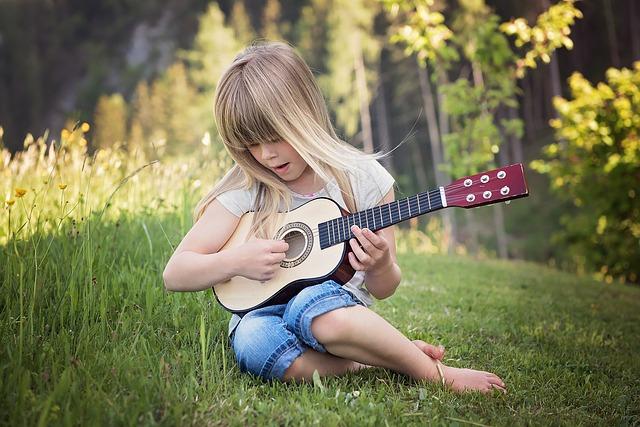 Comment apprendre la guitare à de jeunes enfants ?