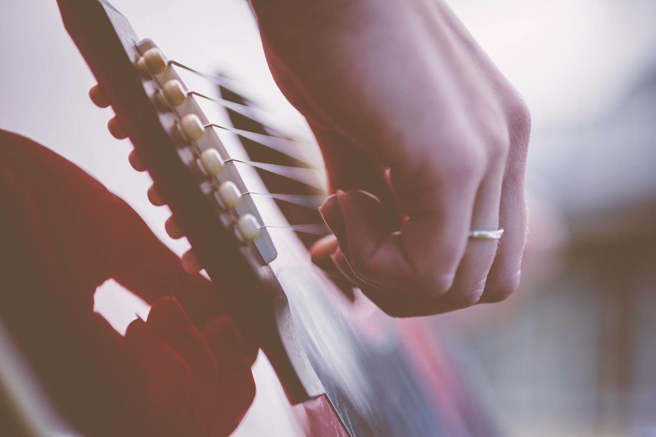 Choisir la bonne tension de cordes pour guitare classique