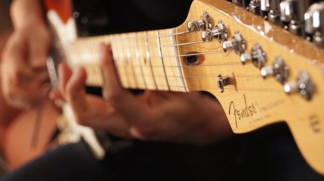 Pourquoi les joueurs de guitare ont l'air cool ?